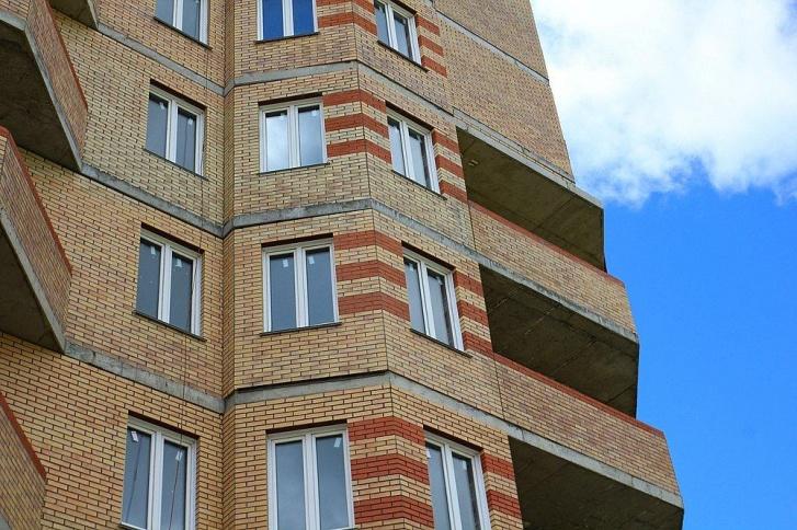 Высотка на Доватора почти готова — возведена коробка здания, вставлены окна и двери