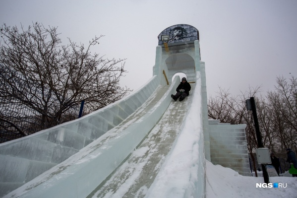 Самая высокая ледяная горка — на Михайловской набережной