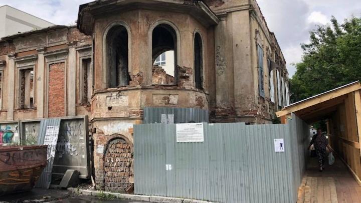 В полуразрушенной усадьбе Миллера на Шейнкмана сделают крышу и заколотят окна и двери