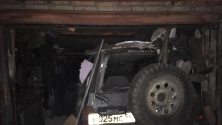 В одном из гаражей Новосибирска прогремел взрыв