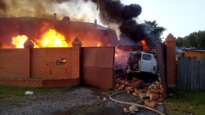 Взрыв газа в Боровском. Подробности пожара, в котором погибли дедушка и внучка
