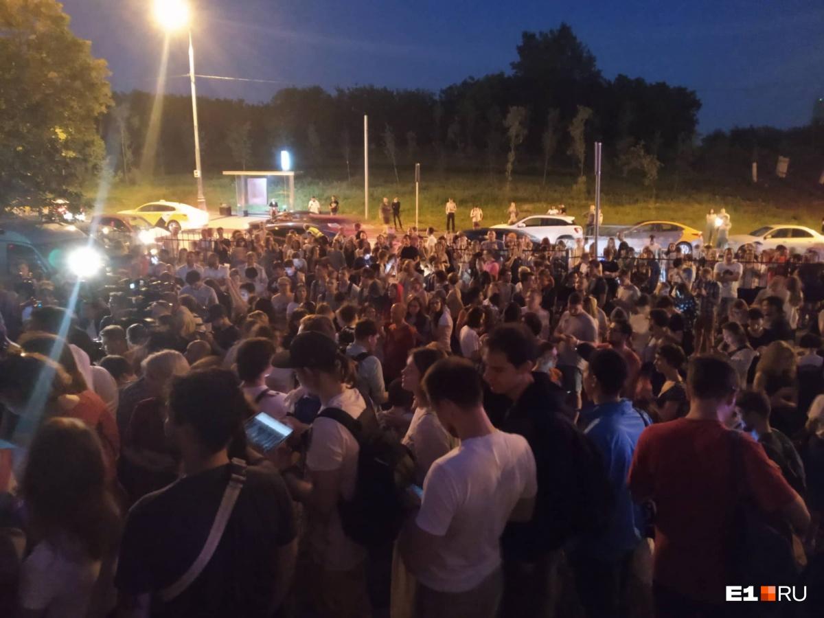 Журналиста «Медузы», пикеты в защиту которого прошли по всей стране, отправили под домашний арест