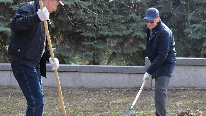 Рустэм Хамитов принял участие в экологическом субботнике