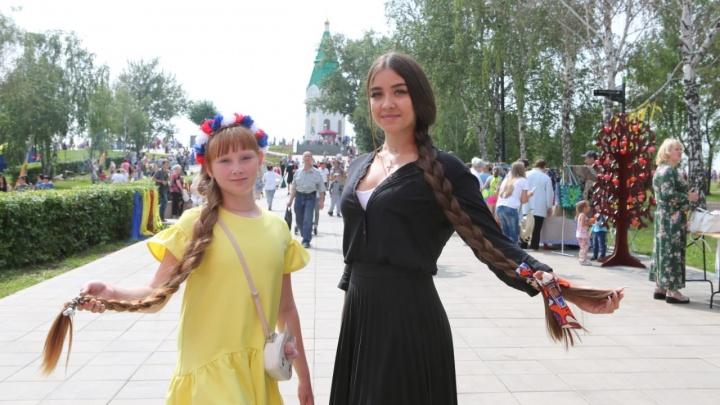 Девушек с самыми длинными косами выбрали в Красноярске