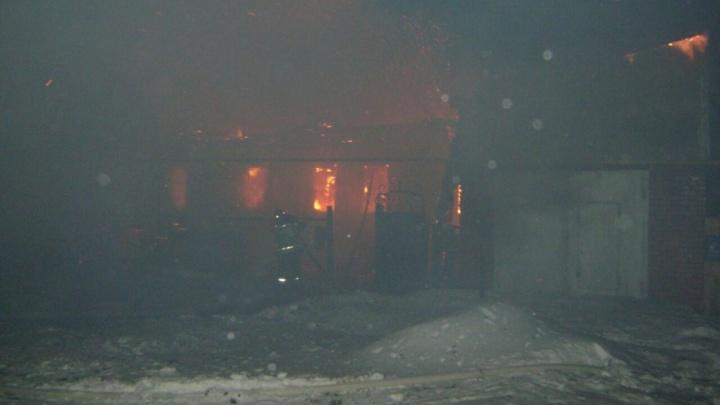 В Башкирии в пылающем доме погибли три человека
