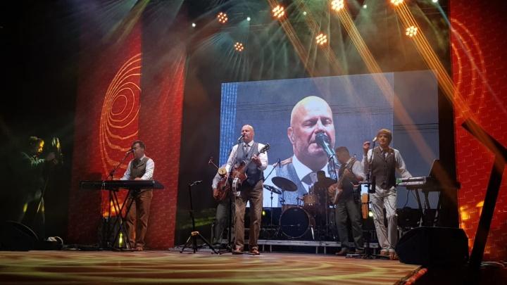 В «Стрижах» прошел бесплатный концерт группы «Несчастный случай»: фоторепортаж из микрорайона