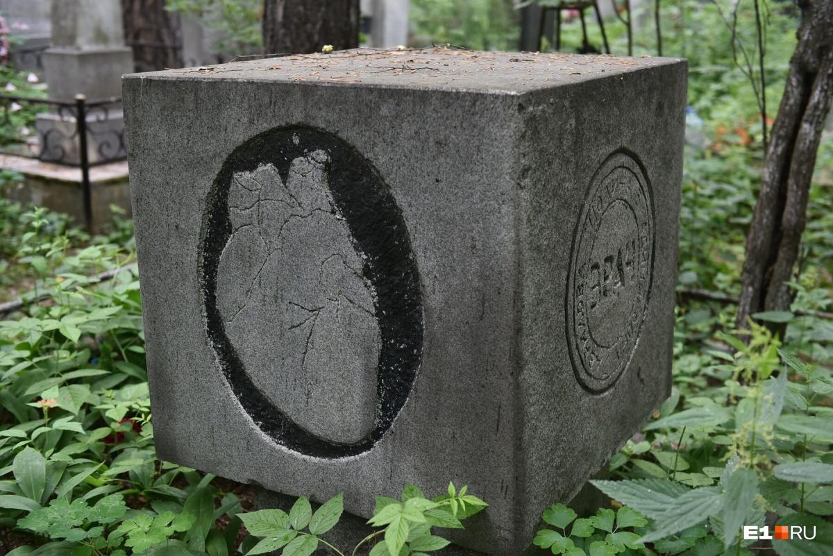 Кладбища с историей: где похоронены уральский министр — противник ЕГЭ и герой, спасший 16 человек