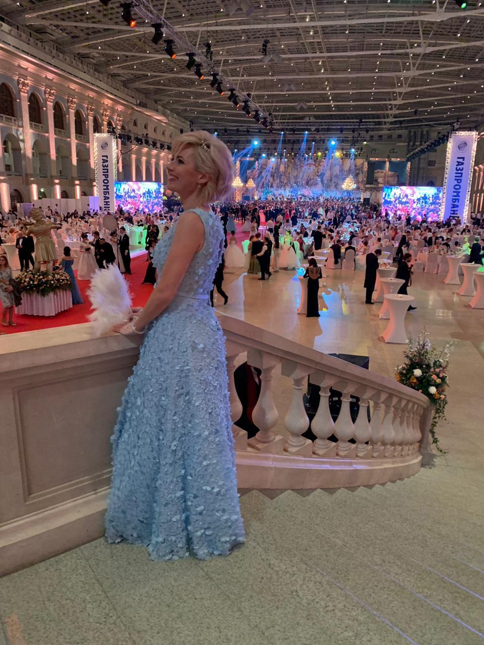 Венский бал закончился для девушек неожиданным концертом Юрия Розума