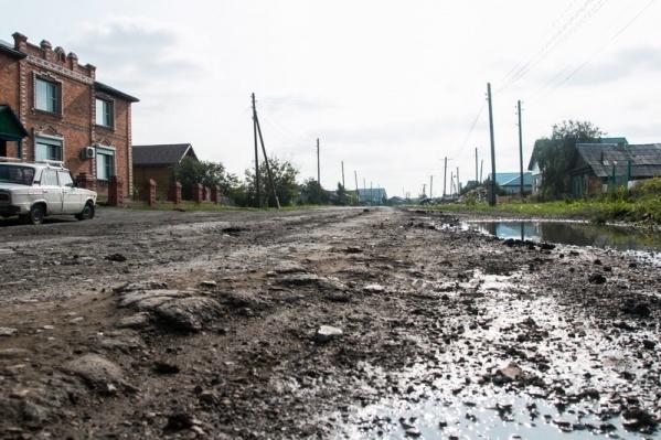 Пока дороги в Половинском районе выглядят как бездорожье
