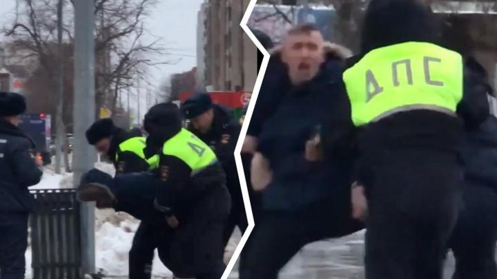 «Пацан, сними на камеру»: на Максима Горького сотрудники ДПС жестко задержали нарушителя