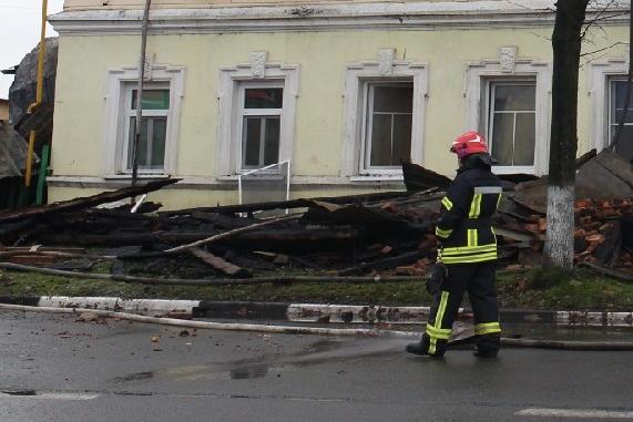 Под завалами нашли тело седьмого погибшего во время пожара в Ростове