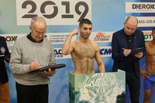 На кону титул временного чемпиона мира WBA Gold: Михаил Алоян прошёл взвешивание перед боем
