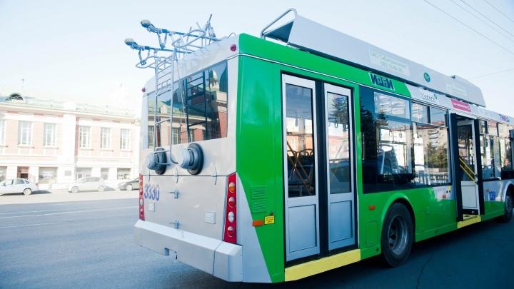 Троллейбус от площади Калинина закрывают до конца недели из-за ремонта теплотрассы