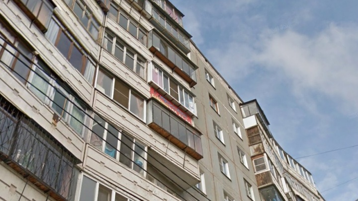 «Приземлилась на снег и встала»: в Челябинске из окна 9-го этажа выпала школьница