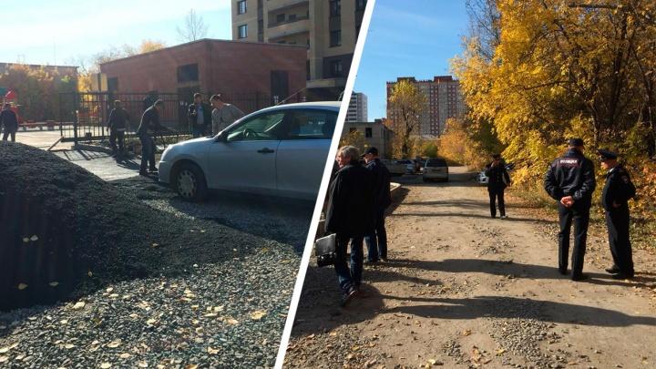 Владельцы участка на Красном проспекте остановили рабочих, которые приехали строить дорогу