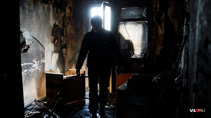 «От страха выпрыгнула в окно»: под Волгоградом три часа горел двухэтажный жилой дом