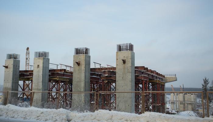 Недостроенный мост через реку Иня — единственный участок Восточного обхода, на котором идут работы