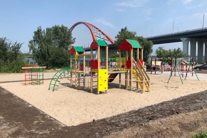 Возле Бугринского моста на территории парка «Бугринская роща» появилась игровая площадка