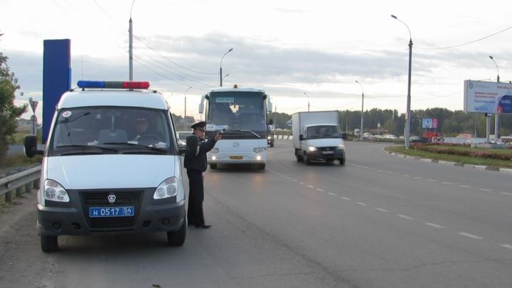 Автоинспекторы устроили сплошную проверку автобусов на кольце у аэропорта Толмачёво