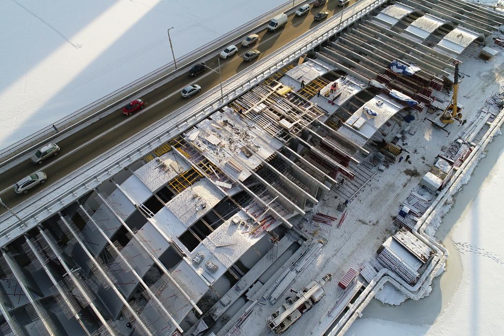 Теперь основные силы подрядчика направлены на возведение мостового полотна