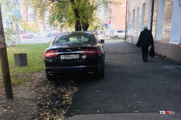 Этого нарушителя сфотографировали на Максима Горького, 39