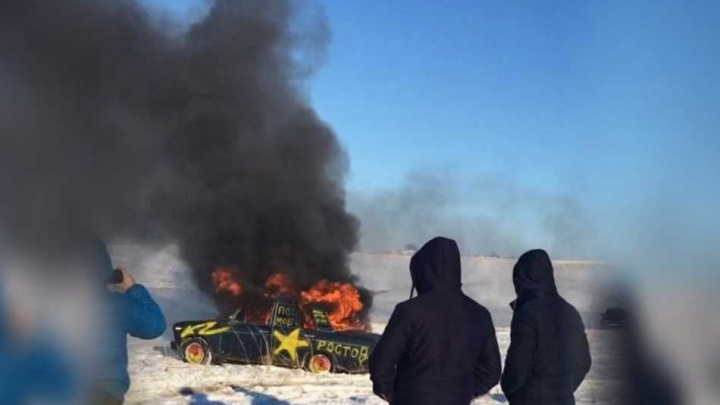Игры со смертью: ростовский каскадер прыгнул в озеро в горящей машине