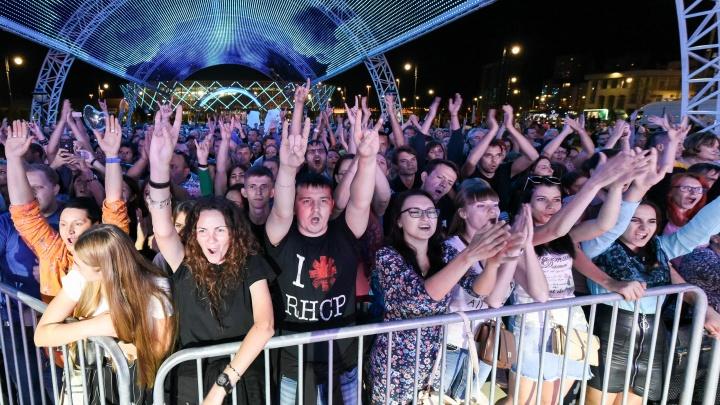 «Явка, как на выборах»: в Волгограде прошёл концерт 7Б, «Ундервуда» и Юлии Началовой