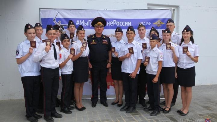 Первыми обслужили кадетов: в Волгограде открыли два миграционных центра