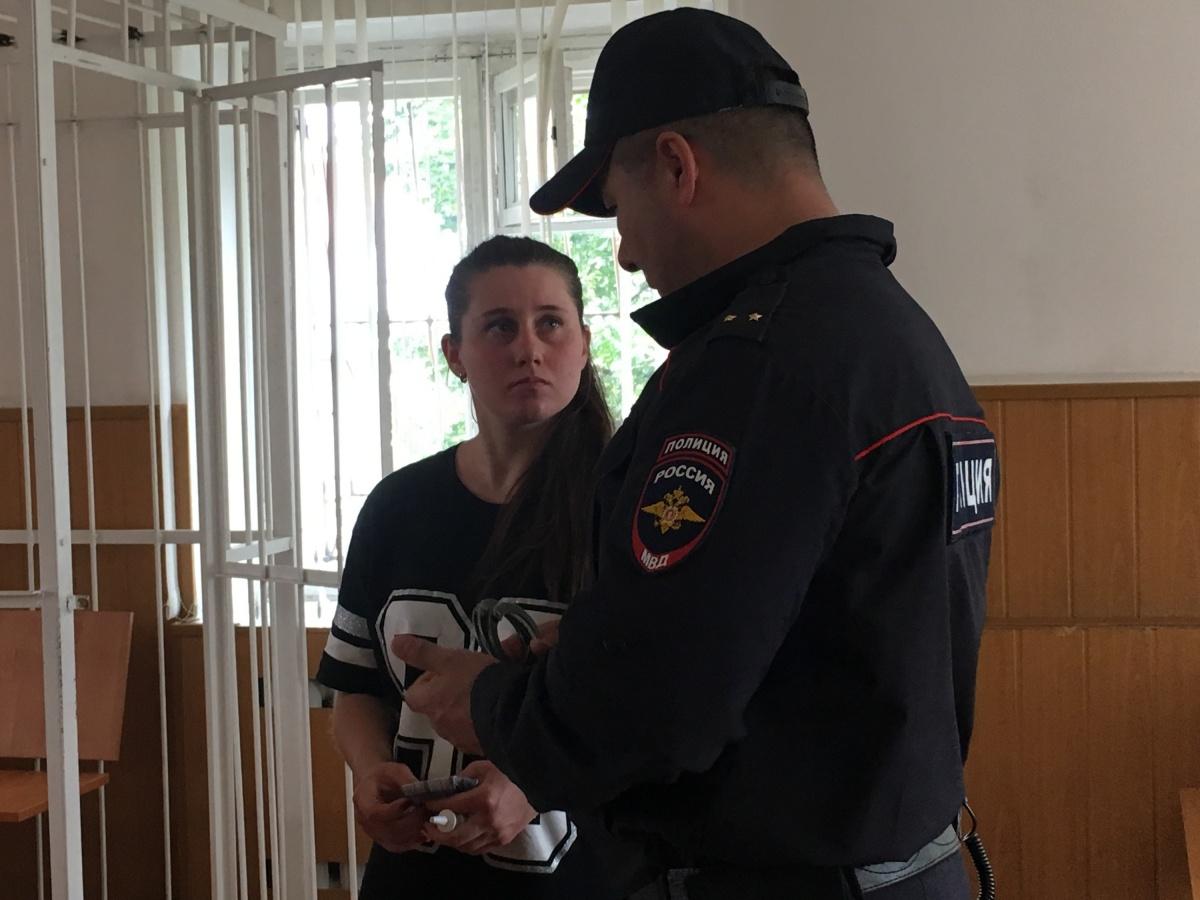 После заседания Светлану Бояринову выпустили из клетки уже без наручников