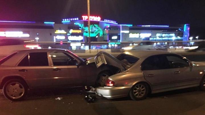 Годовалая девочка пострадала в столкновении двух иномарок на Фрунзенском мосту