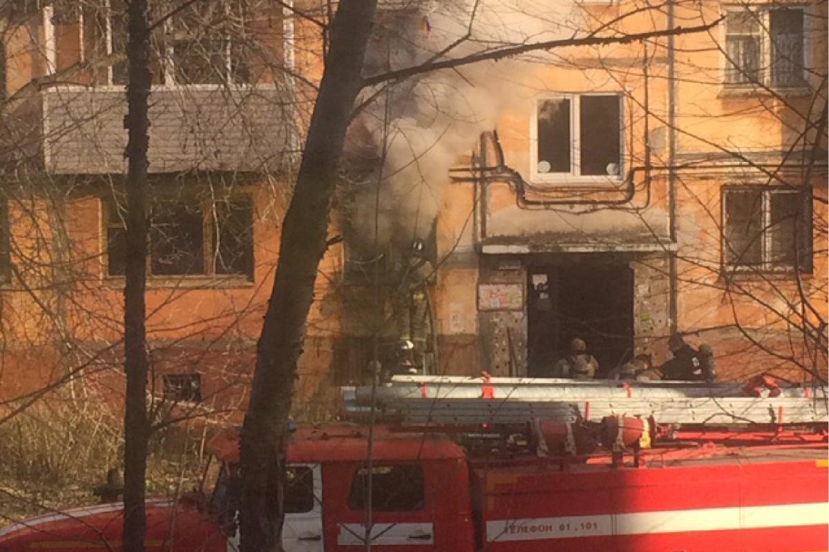 Пожар произошёл на первом этаже жилой пятиэтажки