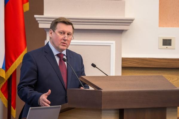 Действующий мэр Анатолий Локоть занял кресло мэра в 2014 году после победы в одном туре