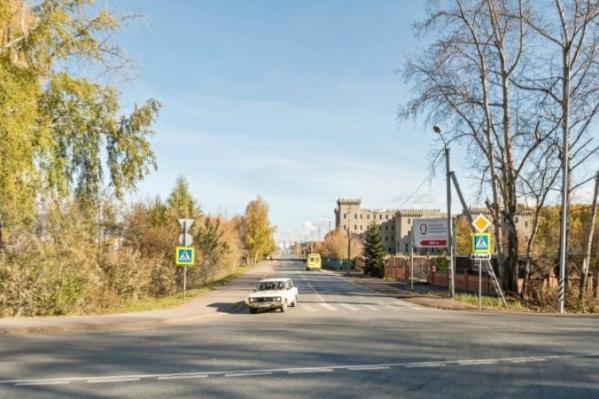 На пересечении улицы Юрия Семовских и курганской трассы появились новые дорожные знаки