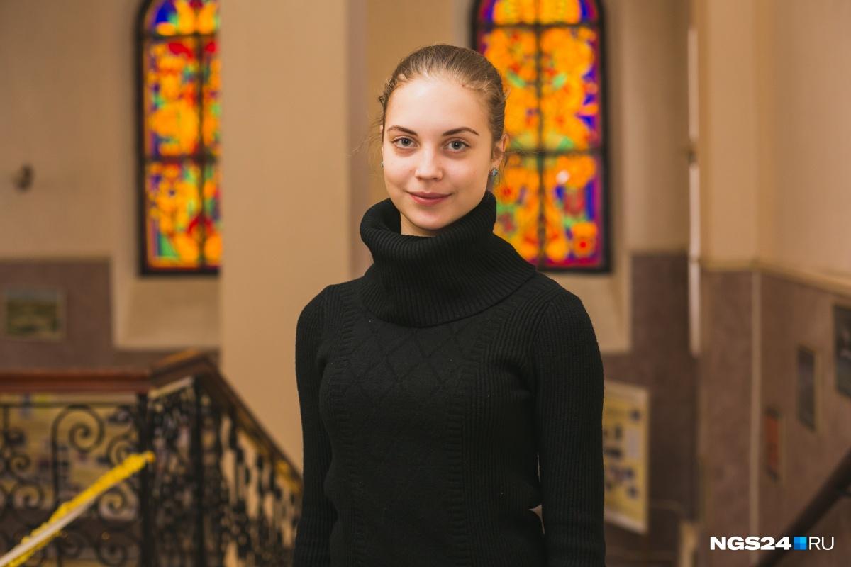 Студентка 3-го курса отделения классического танца Анна Саленкова