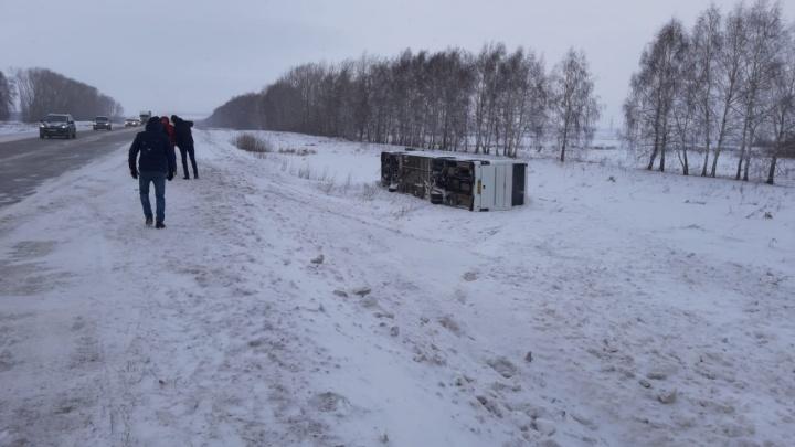 На трассе в Башкирии опрокинулся автобус «Башавтотранса» с 13 пассажирами