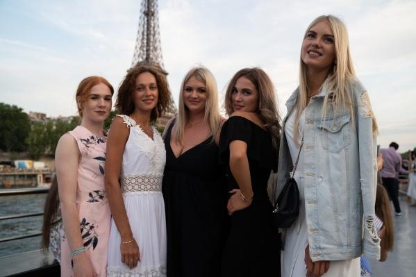 «Л'Этуаль» отправил в Париж 5000 своих сотрудников