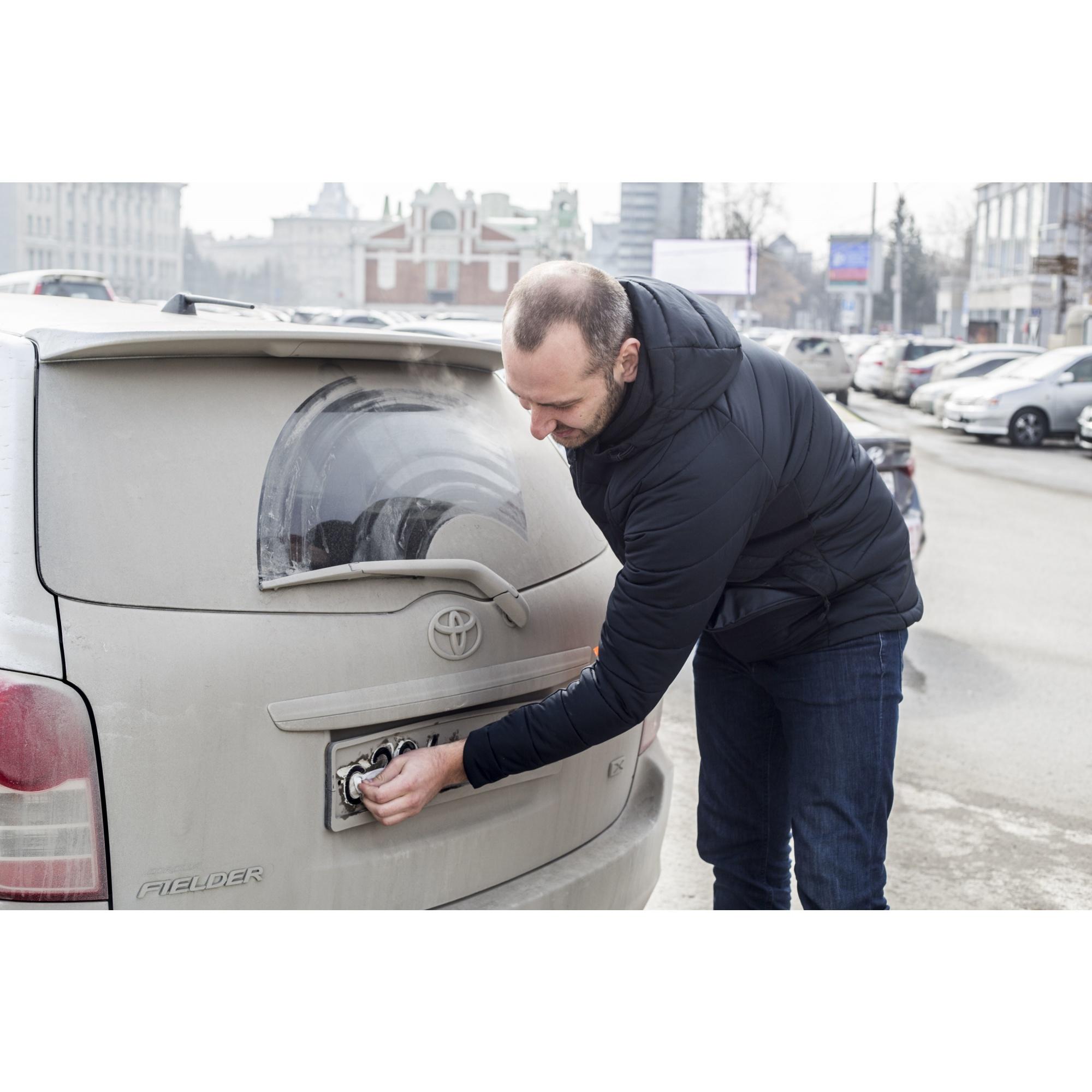Всего за час автоинспекторы раздали водителям около двух сотен упаковок с влажными салфетками