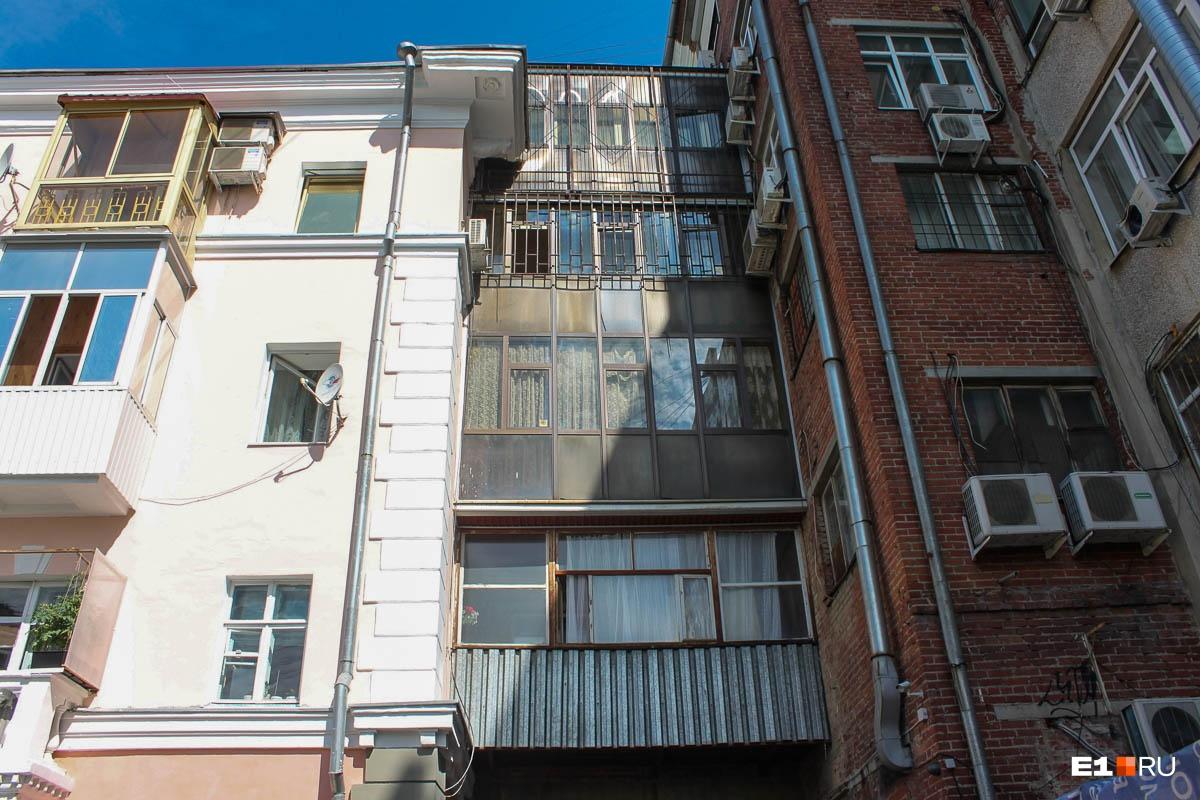 А так — балконы со двора