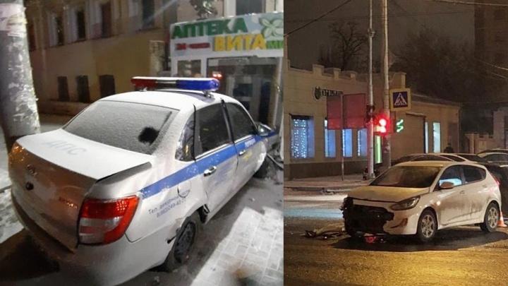 В центре Ростова машина ДПС попала в аварию: ранены два человека