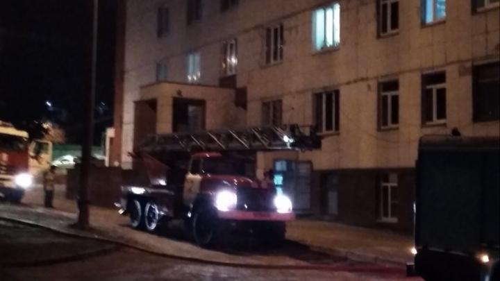 В центре Нижнего Новгорода горела психбольница. Эвакуировали почти полторы сотни человек