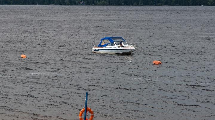 В Сызрани спасатели вытащили из воды тонущего ребенка