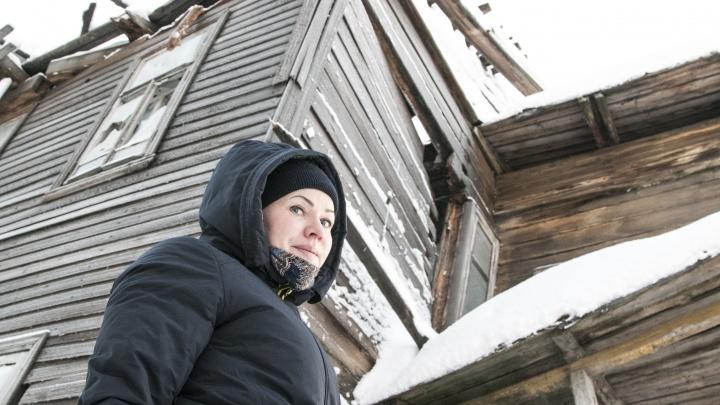 «Были только стены»: архангелогородка — о жизни в доме-памятнике без крыши над головой