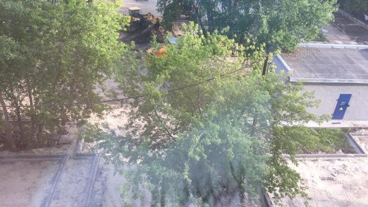 Тюменцы недовольны, что у их дома строят парковку. Оказалось, что это подарок застройщика