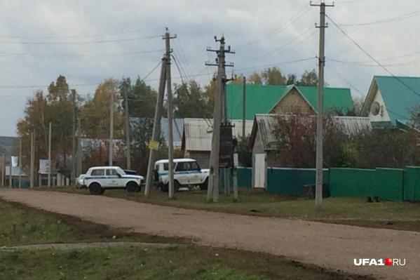 Сейчас полицейские прочесывают леса вокруг населенного пункта