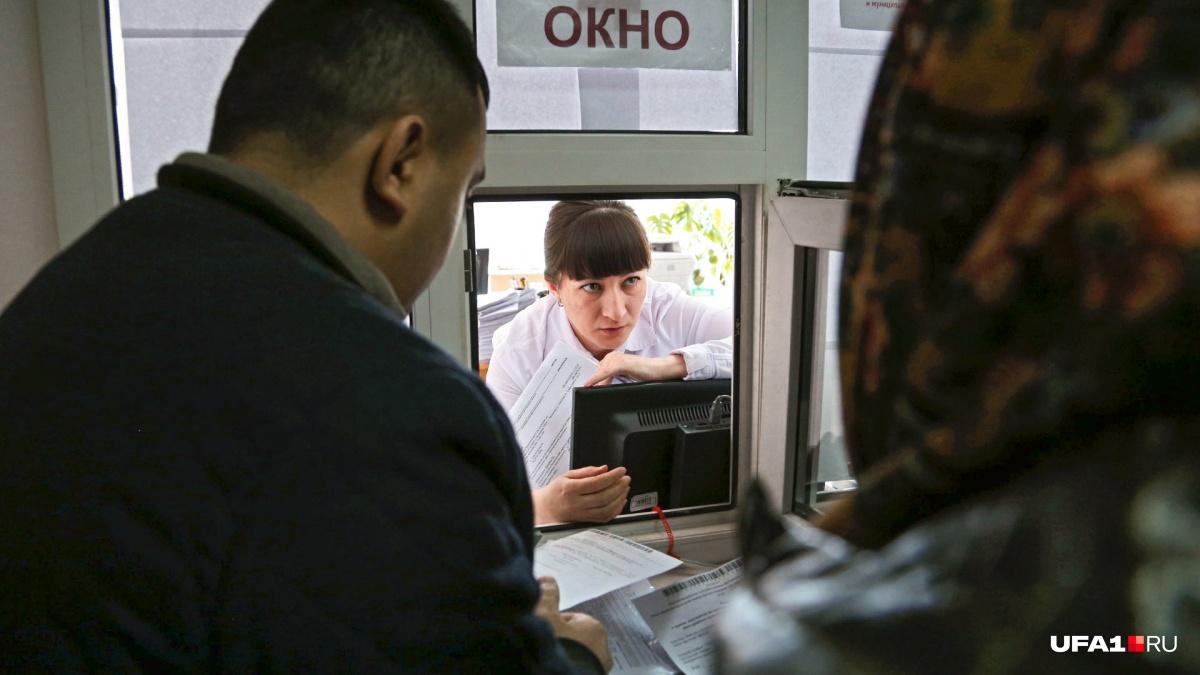 Новые тарифы появятся уже 1 июля, однако всю мощь повышения россияне ощутят с приходом зимы