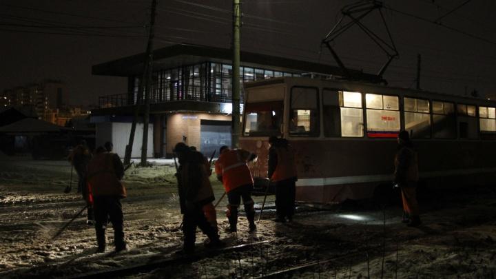 Пакеты вместо калош и перекрытые дороги: собираем информацию о потопе на Лермонтова