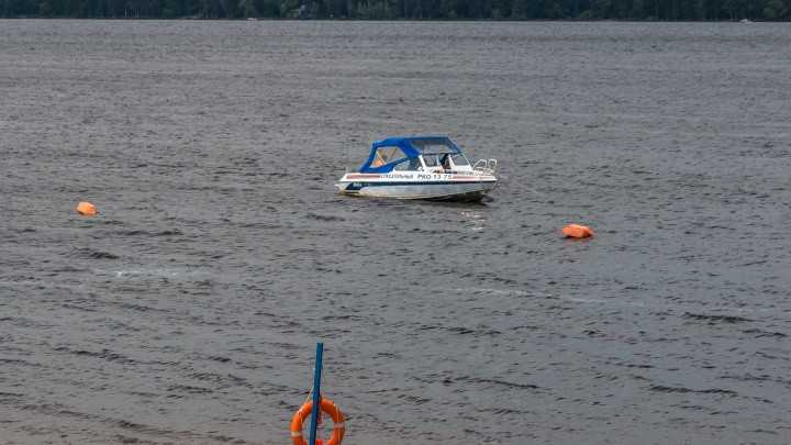 Ногу свело: крымские спасатели вытащили из воды отдыхающего из Самары