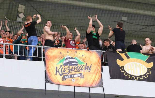 «Стадион не тюрьма!»: в знак протеста фанаты «Урала» еще в первом тайме уйдут с арены в Самаре