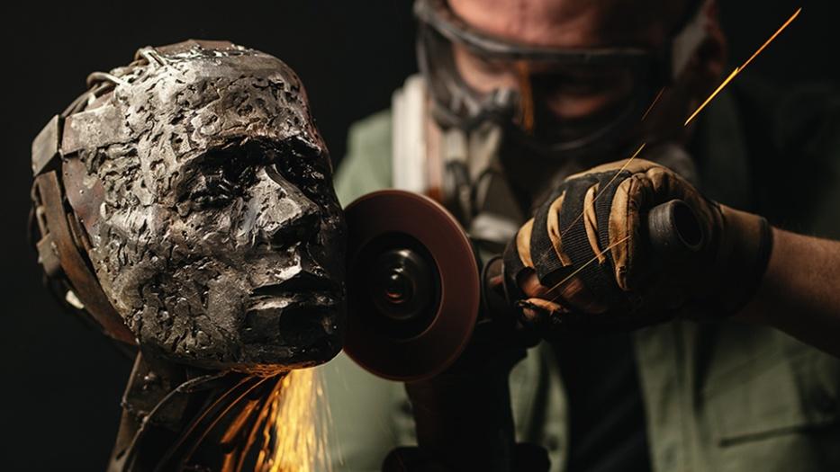 Фотосессия проходила в мастерской скульптора