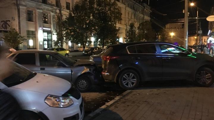 В центре Ярославля водитель на «Приоре» сбил двух костромичей на «зебре»